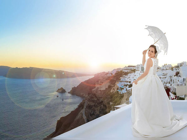 Mykonos and Santorini photographer photoshoots a couple's honeymoon