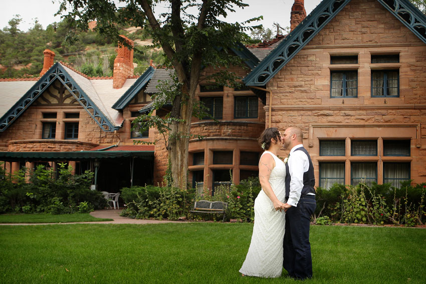Picture of the couple at Briarhurst Manor in Manitou Springs 644
